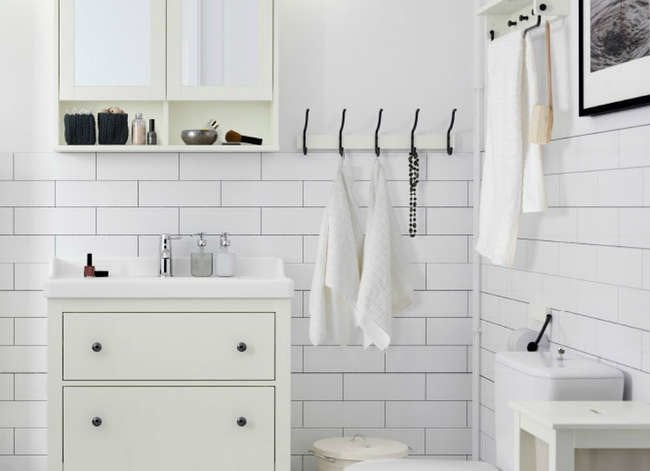 10 Smart Storage Tricks for a Tiny Bathroom