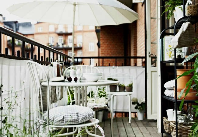 Reed fence balcony ideas 11 ways to improve your space - Ways enhancing balcony ...