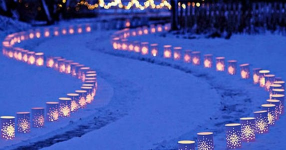 Outdoor_holiday_lights_-_tins