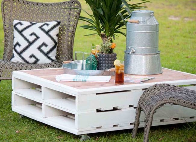 15 Doable Designs for a DIY Patio Table