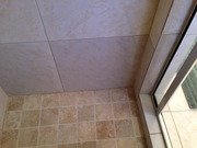 Discolored_tiles_018