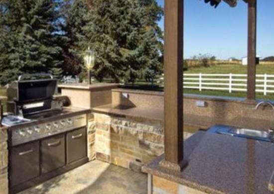 Kitchens.com p hurst outdoor kitchen 1 400x432