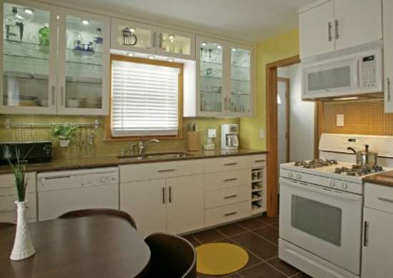 Yellow paint for dark kitchens paint colors for dark for Paint colors to lighten a dark room