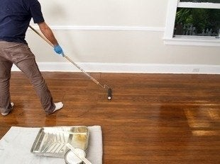 Jprovey-floor-refinishing-applying-polyurethane
