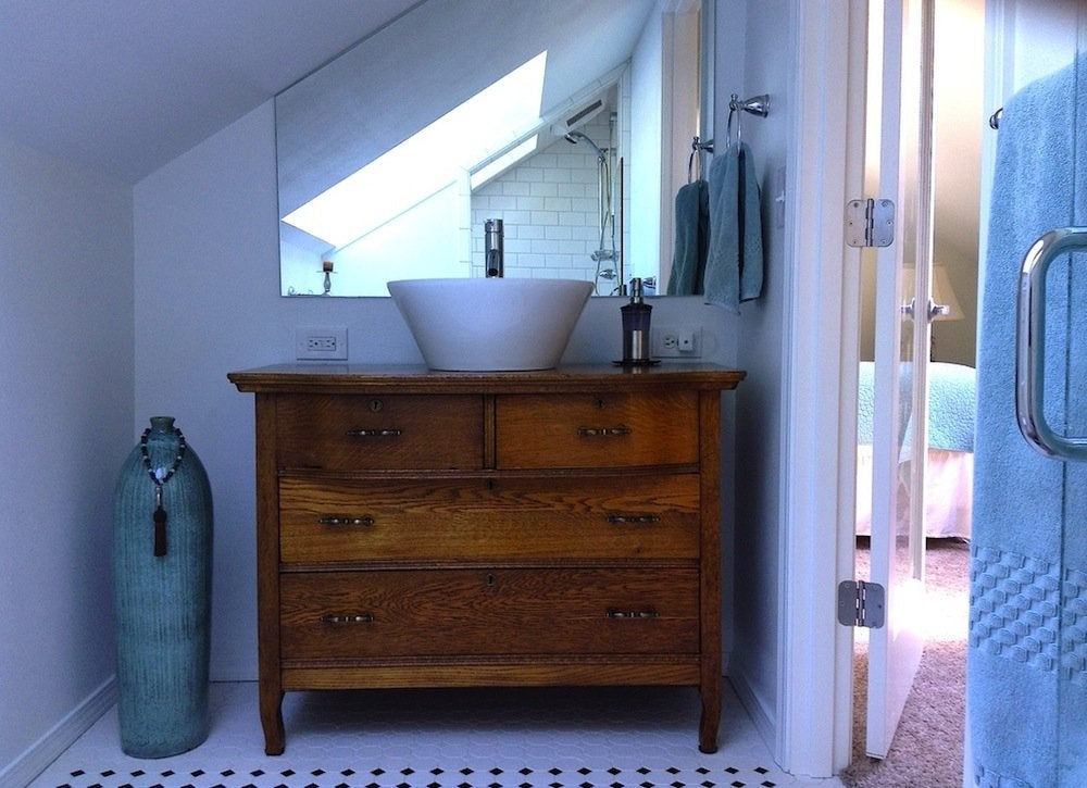 Diy bathroom remodel 7 ways to skimp bob vila for Bathroom remodeling diy