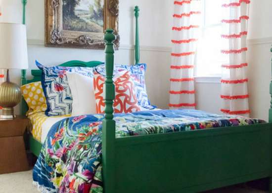 Painted_furniture_-_bed