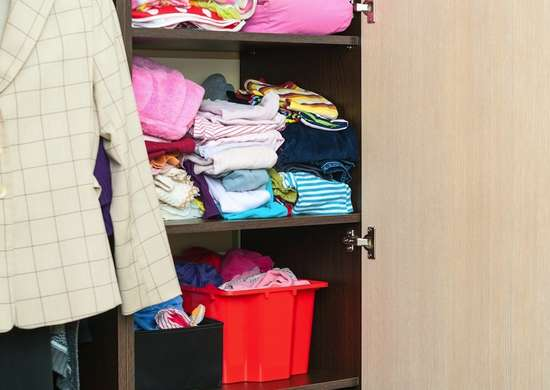Spring_cleaning_tips_-_closet