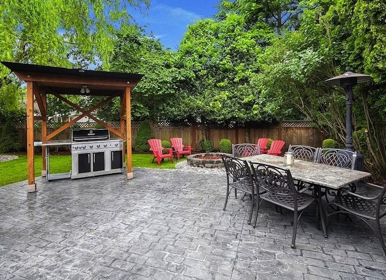 Low maintenance landscaping 17 great ideas bob vila for Low maintenance backyard