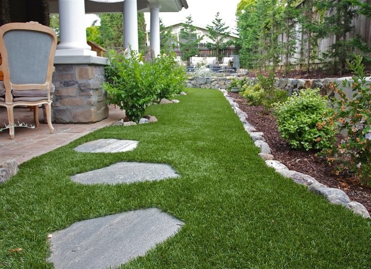 Artificial grass low maintenance landscaping 17 great for Backyard low maintenance landscaping ideas