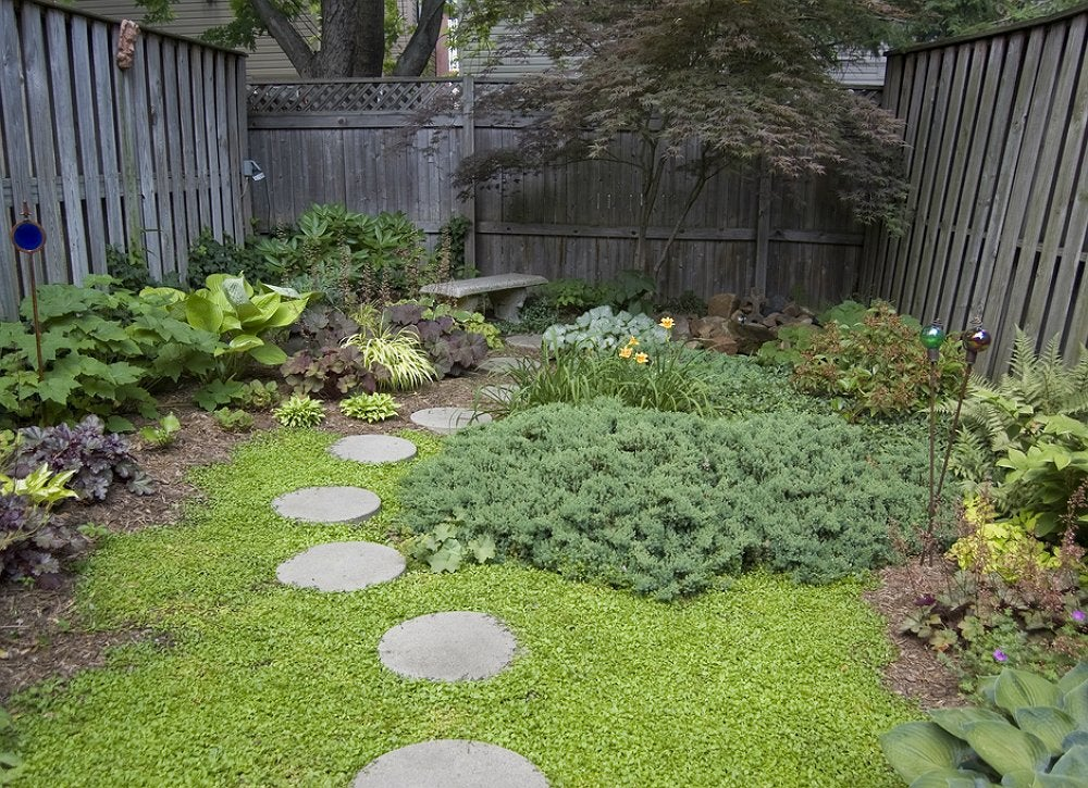 Diy stepping stones small backyard ideas 9 ideas to - Yard stepping stone ideas ...