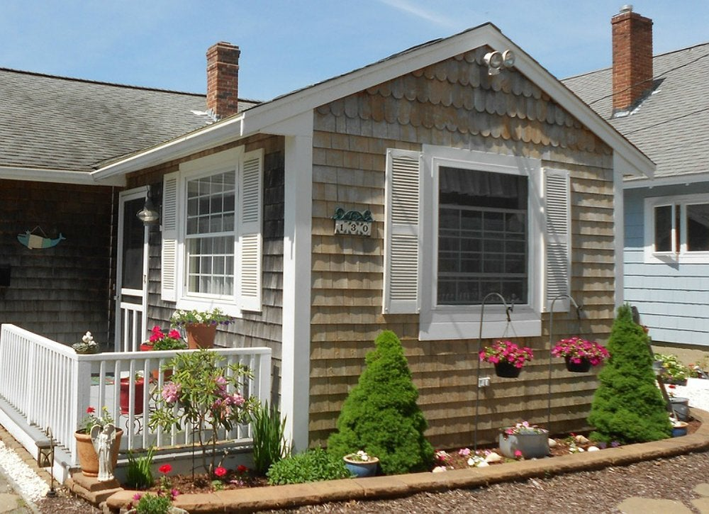 Exterior house painting 8 super easy projects bob vila for Paint vinyl shutters