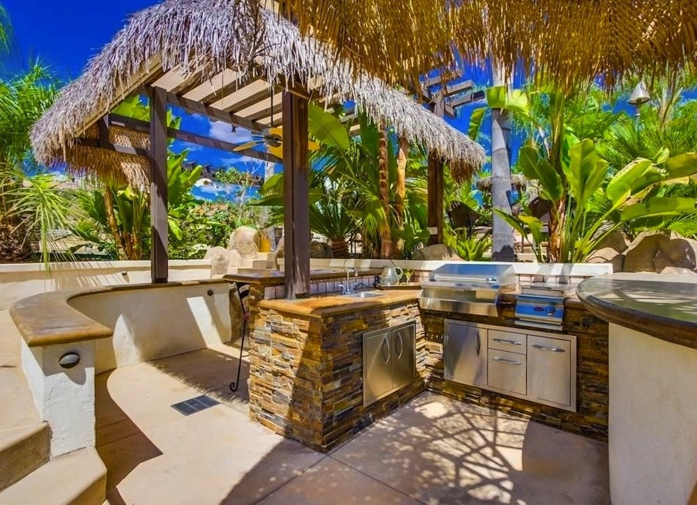 Tropical outdoor kitchen outdoor kitchen ideas 10 for Amazing tropical kitchen design