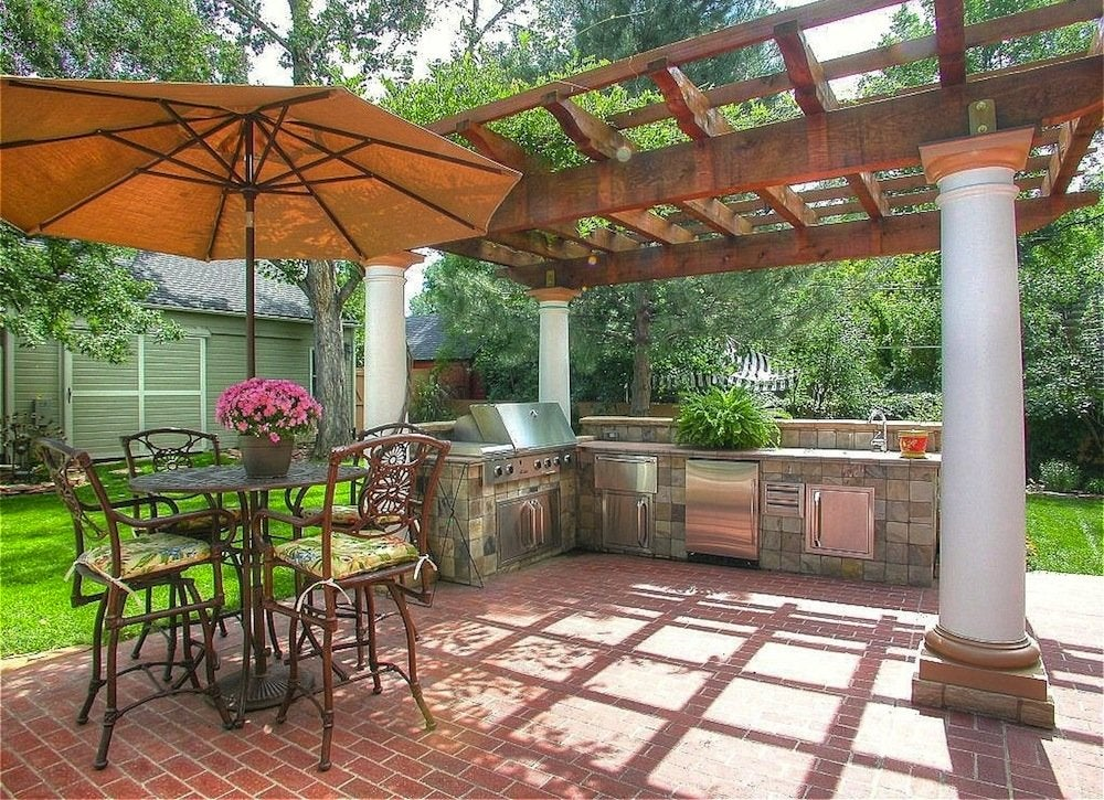 Pergola outdoor kitchen outdoor kitchen ideas 10 for Outdoor kitchen pergola ideas
