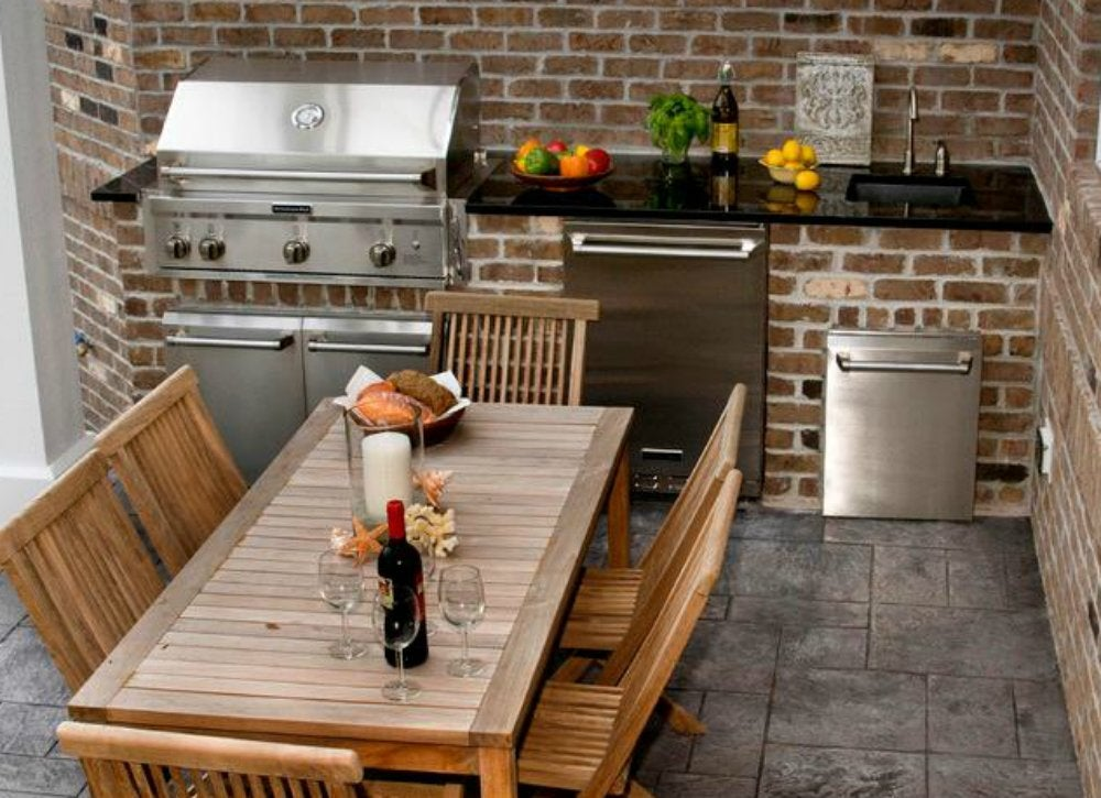 Outdoor kitchen   small patio