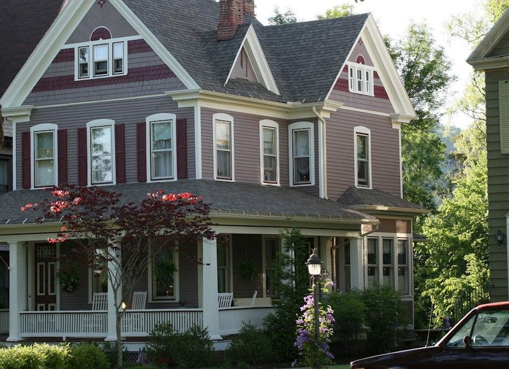 Exterior house paint colors 7 no fail ideas bob vila for Pictures of painted houses exteriors