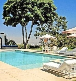 Luxurylexicon jennifer anniston bel air mansion swimming pool.pg