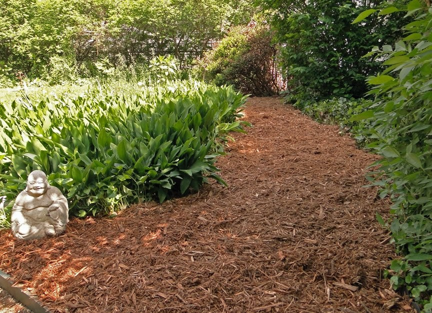 mulch path diy garden paths 7 thrifty designs bob vila. Black Bedroom Furniture Sets. Home Design Ideas