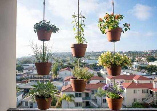 Vertical_clay_pot_garden