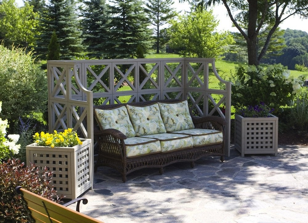 Outdoor folding screen backyard privacy ideas 11 ways for Backyard patio privacy ideas