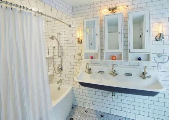 Kids bath large sink space