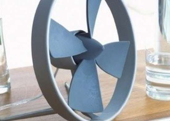 Black blum propello desk fan