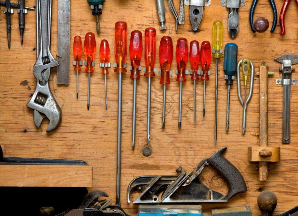 Приспособления для хранения инструментов в гараже