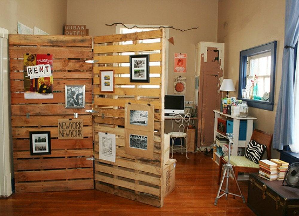 Room_dividers_-_pallet_divider