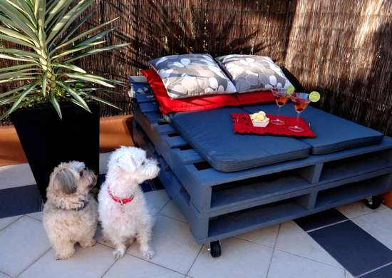 Outdoor hangouts   day bed