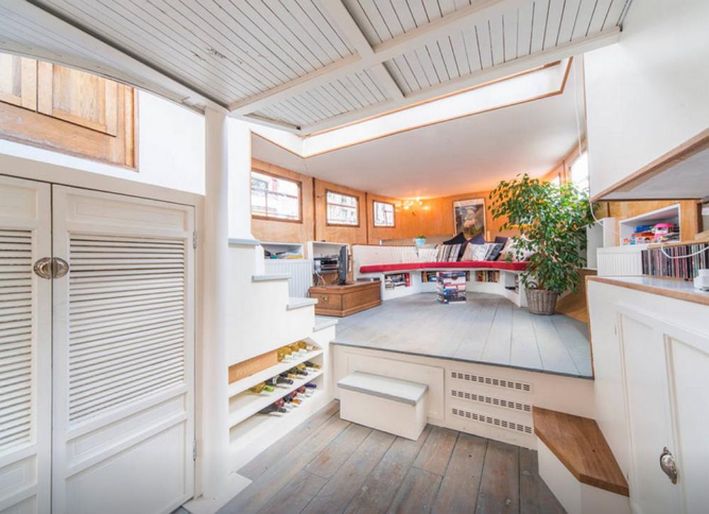Houseboat 10