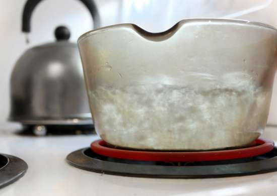 How to Clean Glass Cookware