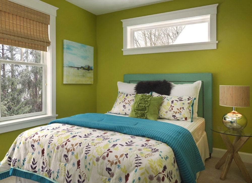 Green bedroom paint colors for small spaces 7 to try for Bright green bedroom ideas