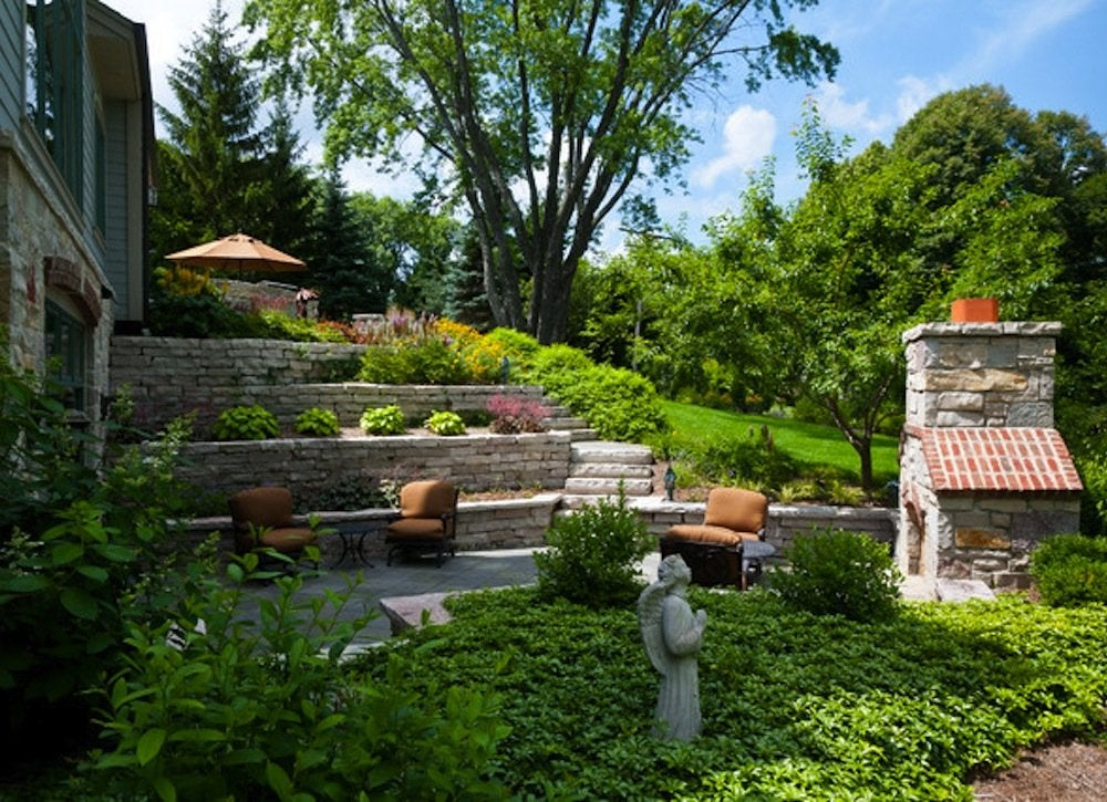 Terraced yard small backyard landscaping ideas 8 diys for Small backyard landscape design