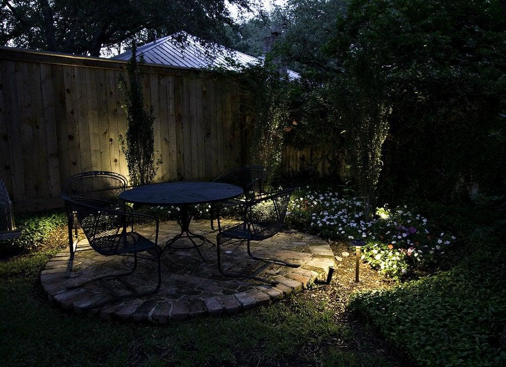 Diy outdoor lighting small backyard ideas 7 designs to for Outdoor yard lighting ideas