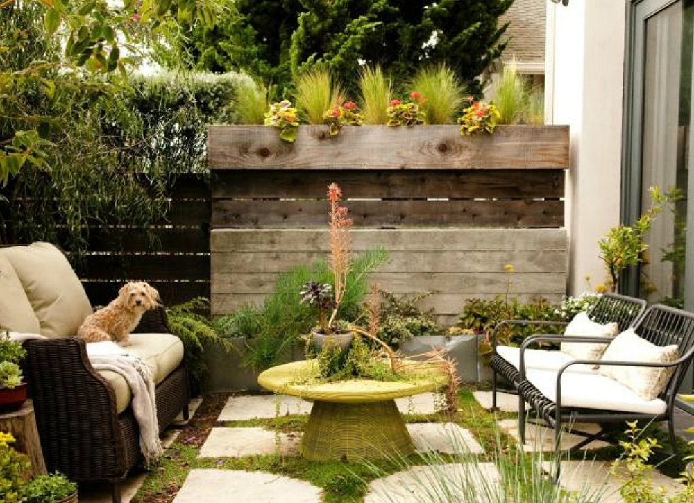Small backyard ideas 7 designs to copy bob vila for Casas minimalistas con jardin