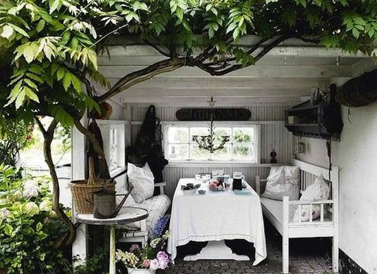 Outdoor dining nook