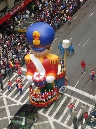 Labworks360 macys thanksgiving day parade toy soldier float bob vila20111123 36322 ixtuqs 0