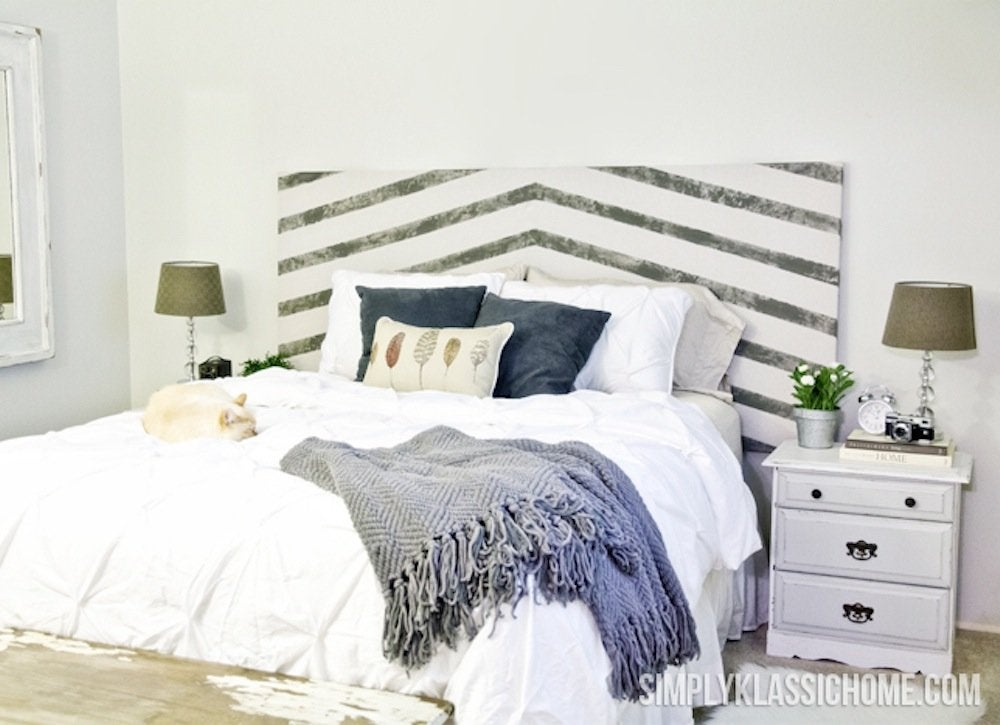 Diy headboard easy diys 11 quick paint projects bob vila for Painted headboard