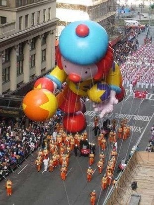 Labworks360 macys thanksgiving day parade raggedy ann float bob vila 220111123 36322 155ldx5 0