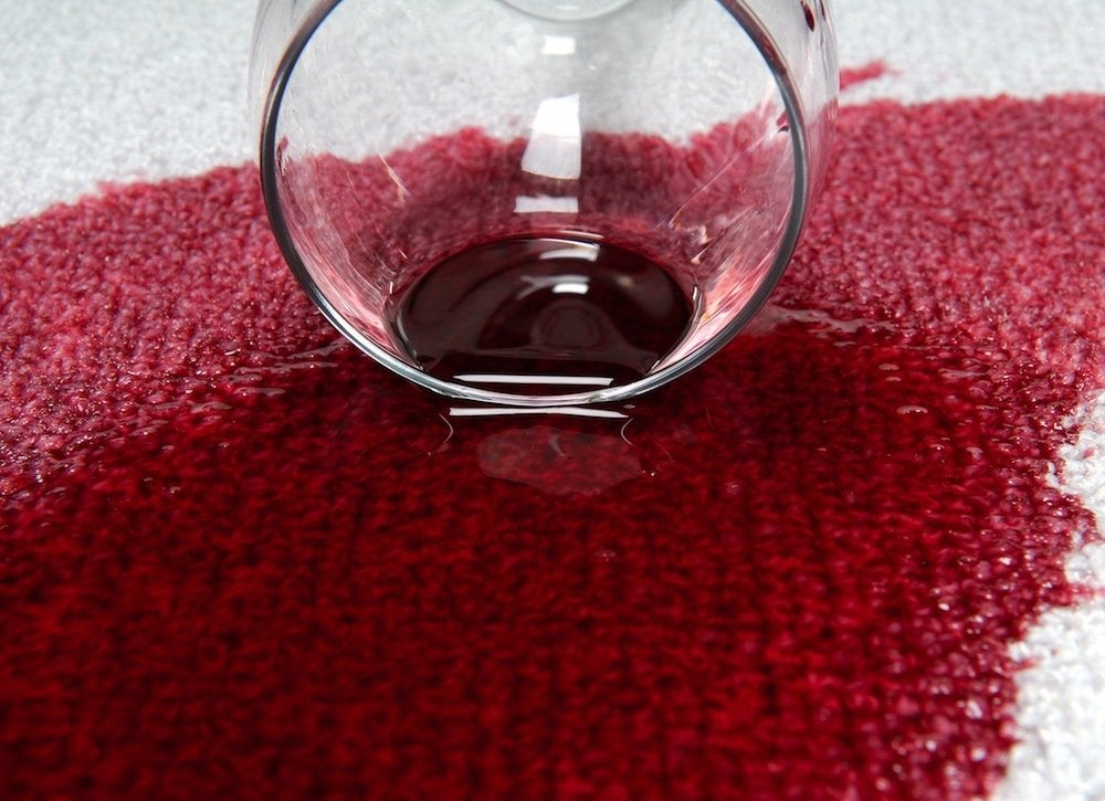 White-wine-to-clean-red-wine