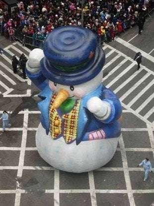 Labworks360 macys thanksgiving day parade snowman float bob vila 220111123 36322 10e1y62 0