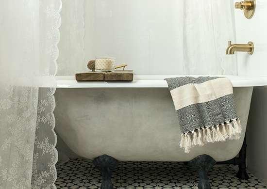 Pastel_fixtures_in_bathroom