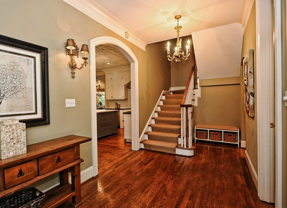 Entryway decor crown molding ideas 10 ways to reinvent for Decorative archway mouldings
