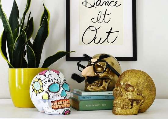 Halloween_skull_decorations
