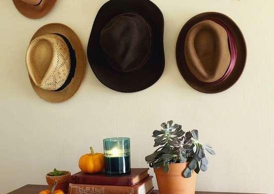 Entryway hat rack