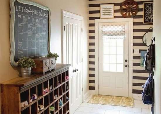 Entryway_chalkboard_calendar