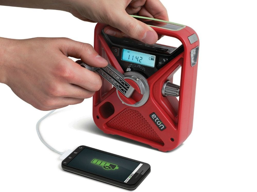 Hand_crank_radio_and_charger
