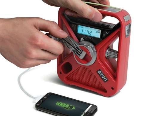 Hand crank radio and charger