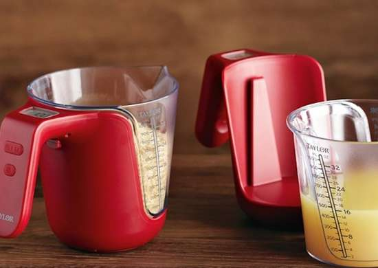 Digital measuring cup