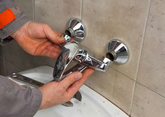 Replace_bathroom_faucet
