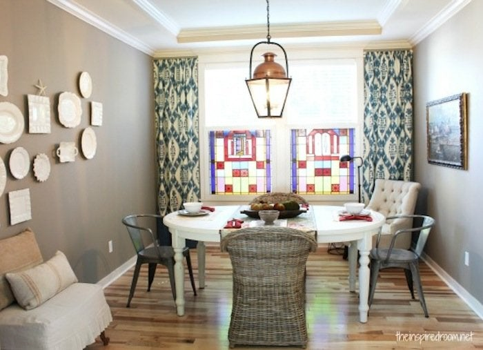 Hanging curtains small dining room ideas 11 diy for Small dining room solutions